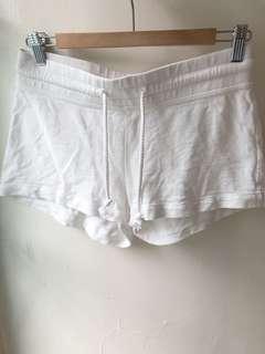 🚚 H&M 白 短褲 降價!