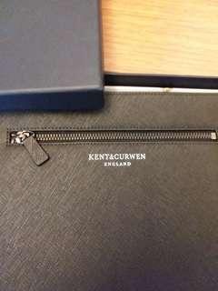 全新 Kent & Curwen Envelop Bag 開會見客及出街當手提包用均可。100% 正貨 29x21cm