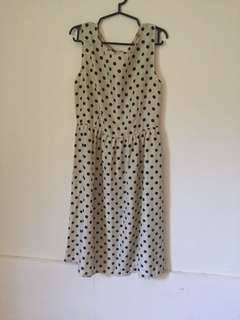 Polka dress in cream color