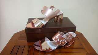 Sepatu Everbest sekali pakai