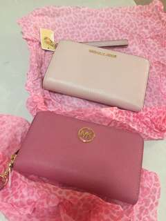 Michael Kors Zip wallets from US