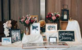 Wedding photobook reception table decor