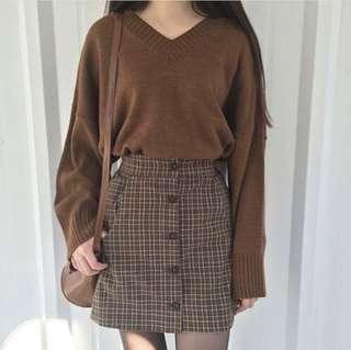 Brown v-neck knit jersey