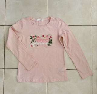 From Canada 🇨🇦 ideal for 4-6yo depends. No flaw and good condition. Embroidered design.