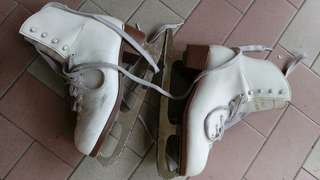 skating shoes /skates white