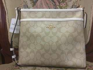 COACH FILE BAG💯 Original Complete inclusion with gift receipt from 🇺🇸outlet!! Money back IF PROVEN FAKE!!