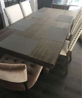 Beautiful Dining Table including chairs