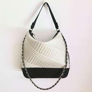 WHITE AND BLACK HOBO BAG