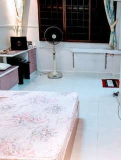 BLK 570 Hougang St 51 master room