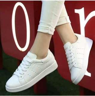 Sneakers Wanita // Sepatu Hang Out