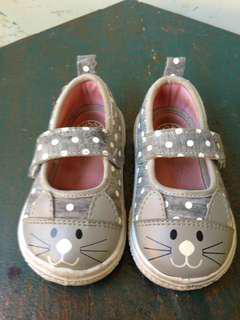 Sepatu anak Bata