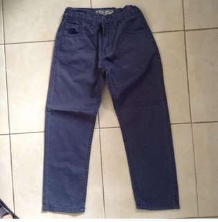 Jeans for 6-7yo depends. Adjustable waist. No flaw and very good condition.
