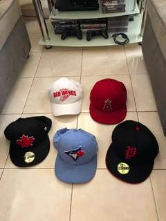 From Canada 🇨🇦 all authentic. All brand new except the white one. (Red and Black with maple leaf sold) the 3 remaining are available. 600 pesos each only original price was about almost 2k pesos each.
