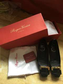 Roger Vivier 中跟鞋