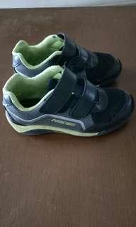 Sepatu Anak No. 29