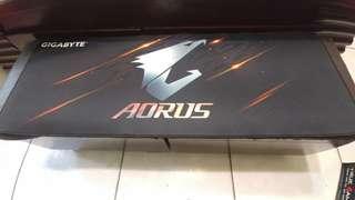 🚚 AORUS滑鼠墊XL
