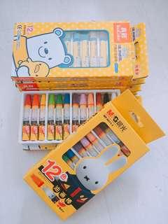 🚚 12 colours children crayons