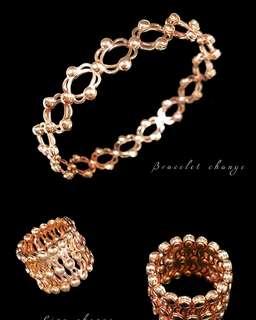 自家緬甸玉石珠寶完美追求者之選 。 價格: $1088HKD🤗 玉石: 意大利純銀戒指變手鐲 色澤: 電鍍18k金 尺寸: 13.5號(限5隻)