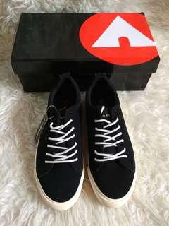 Sepatu hitam airwalk