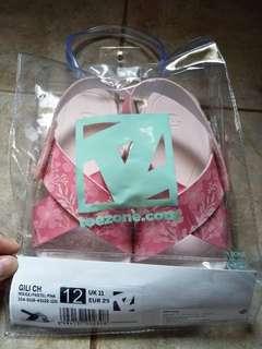 Sandal anak perempuan oshkosh toezone original size 29, baru dipakai sekali dijual karna kekecilan, good condition 100% no defect, masih ada kantongnya