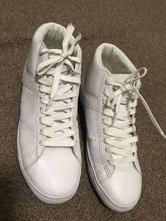 Almost Brand new Size 40 Men's Pony Hi-cut Shoes