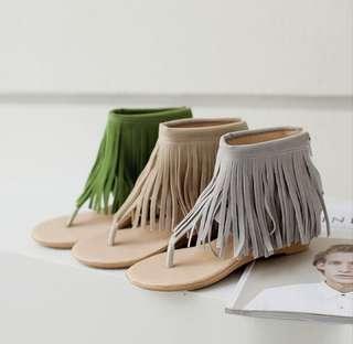 🚚 💋夏威夷名模秀氣流蘇夾腳涼鞋💋$790 💋#秀氣流蘇修飾美感,海藍威的風格,有著性感氣質的格調風味💋 💋#顏色:草綠色,灰色,米色💋 💋#尺碼:34.35.36.37.38.39💋