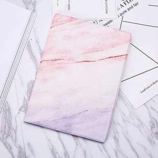 iPad case 雲石紋 粉紅色 粉藍色 燙金 支架 煲劇一流