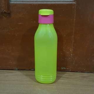 Tupperware groovy bottle 750ml