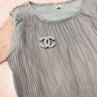 Chanel style item top+brooch+dress