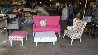 Sofa minimalis pink Pop art bisa kredit
