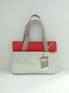 🚚 STM Laptop Bag