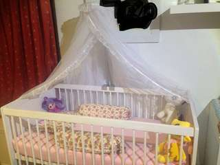 White wooden baby box / white baby crib / tempat tidur bayi