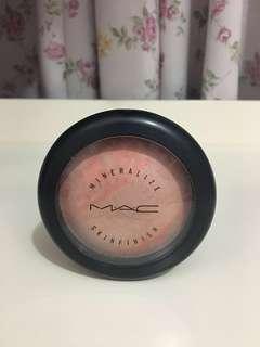 MAC adored mineralized skinfinish