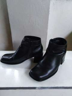 Genuine leather semi boots (low cut boots)