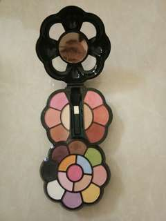 [jual/Barter] 2 pack makeup 13 color top + 8 color bottom