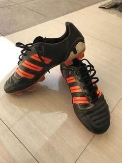 Adidas Predator Black - Orange. Kuras gudang.