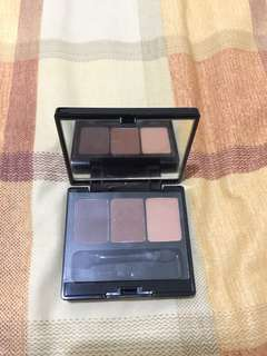 Make Over Trivia Eyeshadow in Emperor Brown