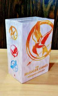 Box set: The Hunger Games (+another book FOC)
