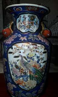 ANTIQUE 18TH CENTURY JAPANESE IMARI VASE PEACOCKS & FRUITS (AUCTION PIECE)
