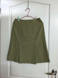 🚚 淡綠色及膝裙