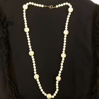 Moshcino smiling face pearls necklace