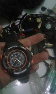 Jam tangan pria merk QQ