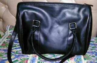 hand/sling bag hitam