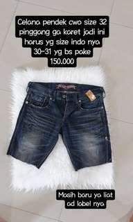 Celana pendek bkk