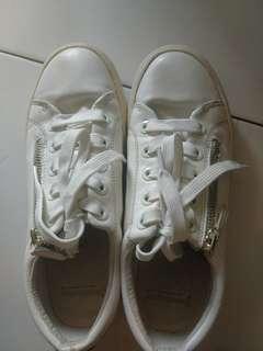 Stradivarius Sepatu Putih Zipper