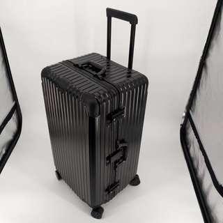 32吋行李箱
