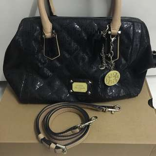 < Reduced > Guess Satchel