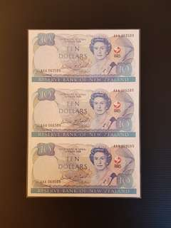New Zealand uncut sheet of 3 notes $10 Dollars 1990 UNC ( Prefix AAA) including big sleeve