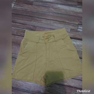 short semi high waist