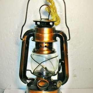 aaS1皮1商旋.已稍有年代早期復古煤油燈擺飾!!--保存良好具古早味值得收藏!/6倉箱/-P